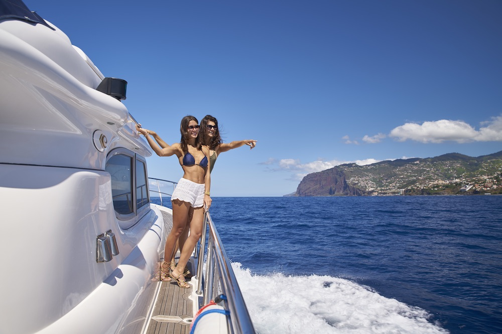 Private yacht trips